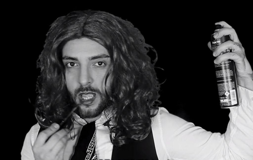"""Daniel Greco è Ambra Angiolini nella nuova parodia di """"T'appartengo"""""""