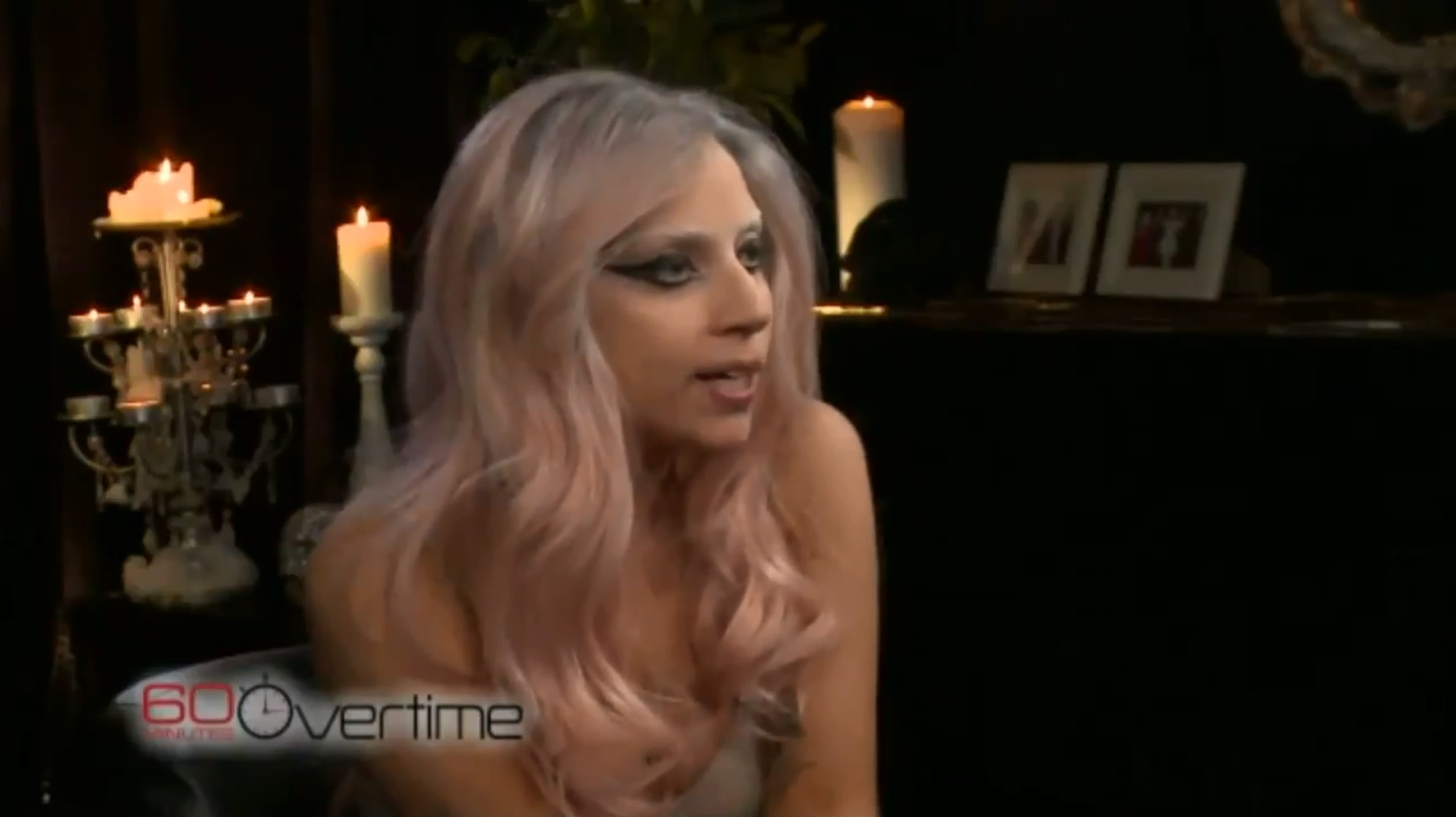 Lady Gaga nasconde un pene (mccu)