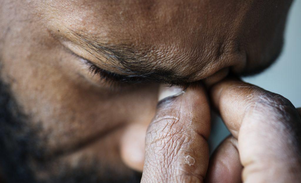 Nigeria, due uomini picchiati, denudati e derisi perché scoperti durante un atto sessuale