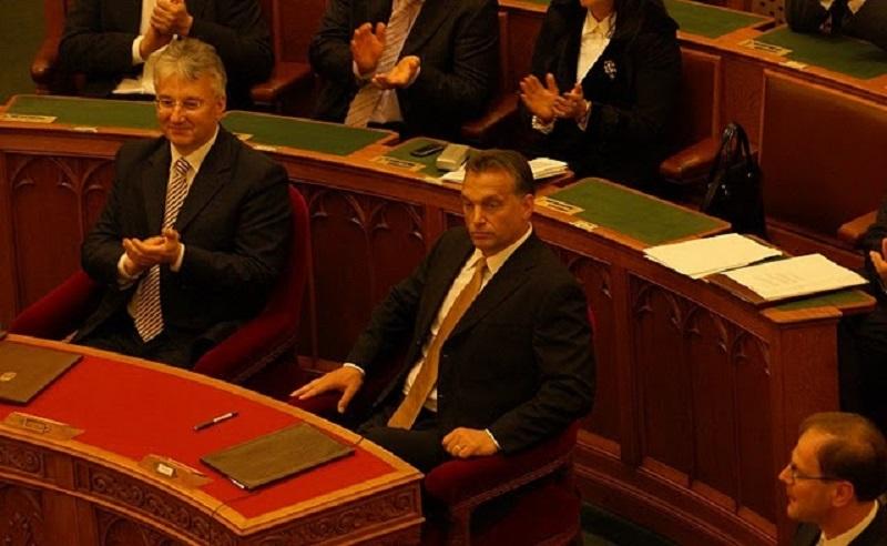 Ungheria, il Parlamento ha votato il ddl che calpesta la dignità delle persone transgender e intersessuali