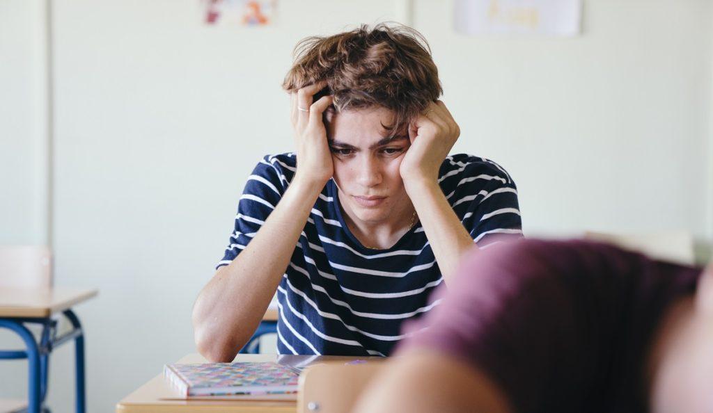 Scuola: 1 studente su 4 non vuole dividere il banco con un compagno gay, 1 su 3 la stanza in gita