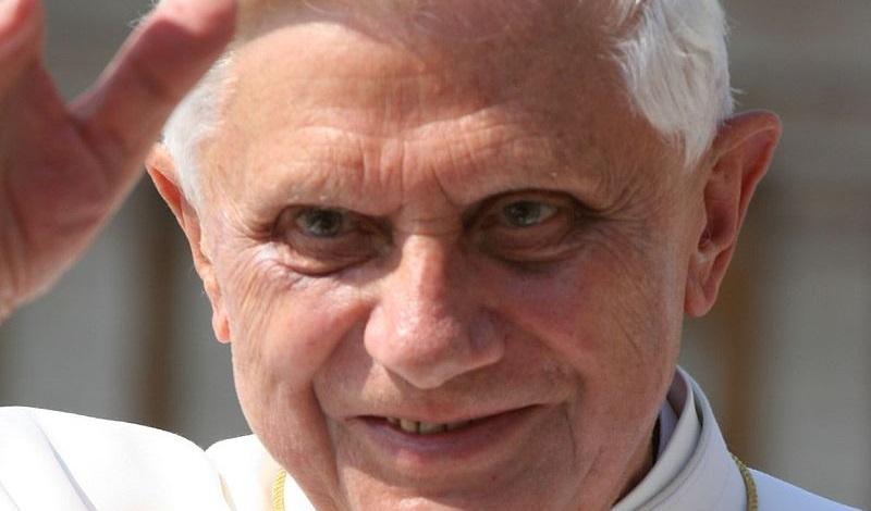 Ratzinger scalpita contro l'inclusività della Chiesa: «Matrimoni gay segno dell'Anticristo»