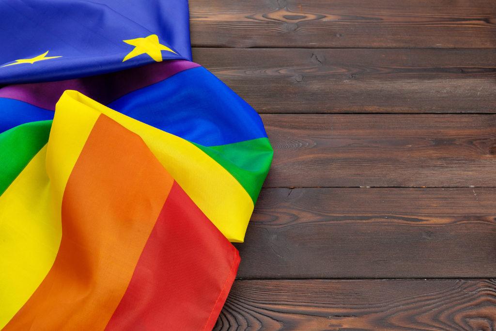 Omofobia, l'UE avverte la Polonia: stop discriminazioni o niente fondi