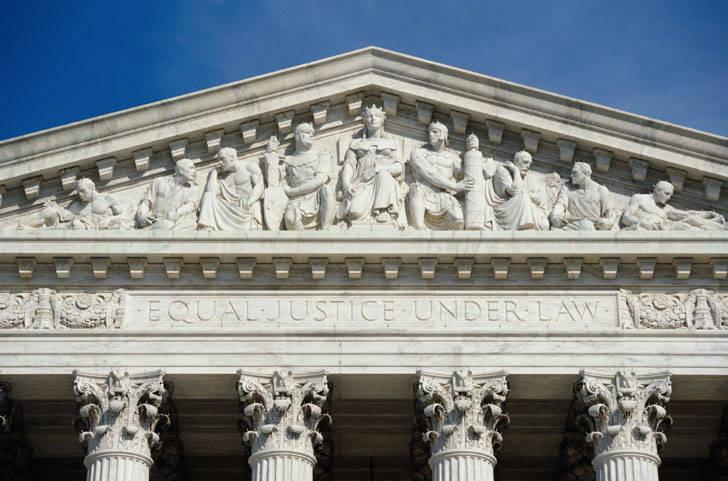 USA, decisione storica della Corte Suprema: vietato licenziare dipendenti perché gay o trans