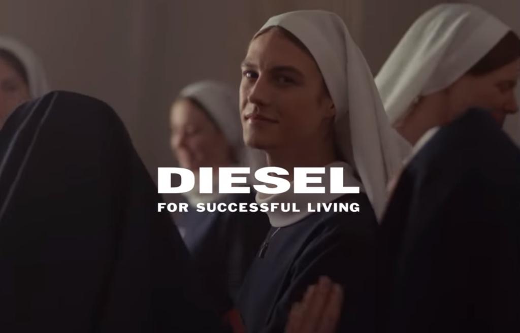 Una suora transgender nella pubblicità Diesel: scandalo in Regione Veneto