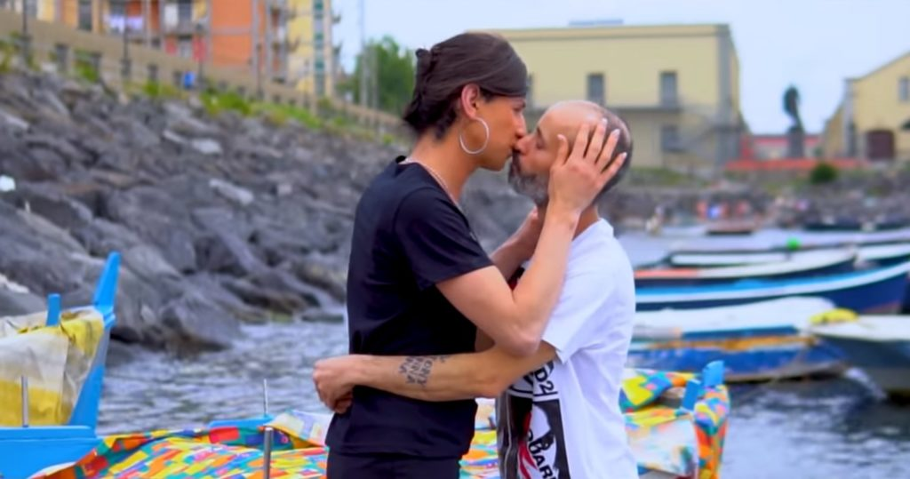 «È nu juorno importante», il brano neomelodico di Lino Calone contro la transfobia