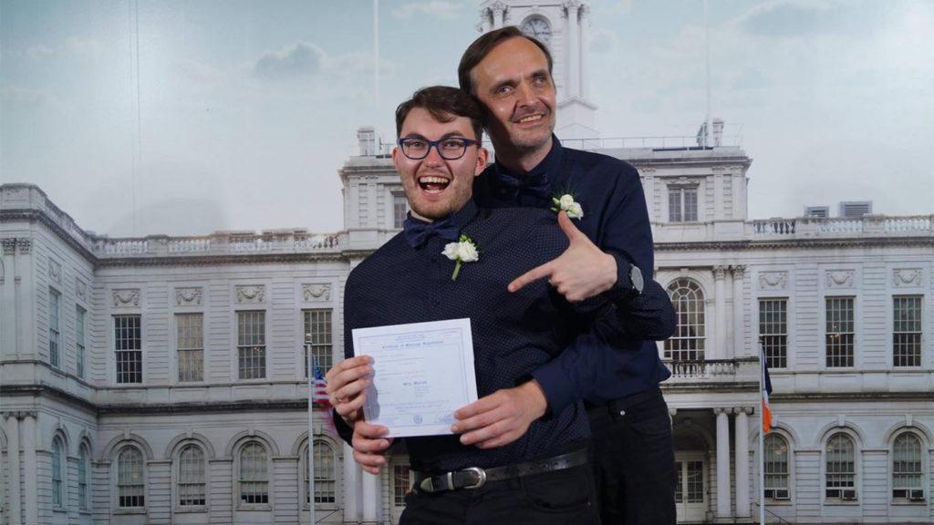 Russia, il matrimonio gay è illegale ma una coppia aggira la legge e si sposa