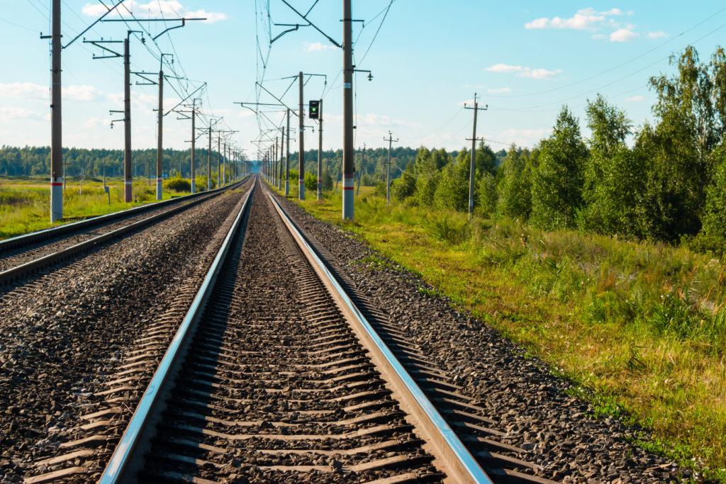 Uomo trans aggredito sul treno Roma-Lido minaccia di gettarsi sui binari