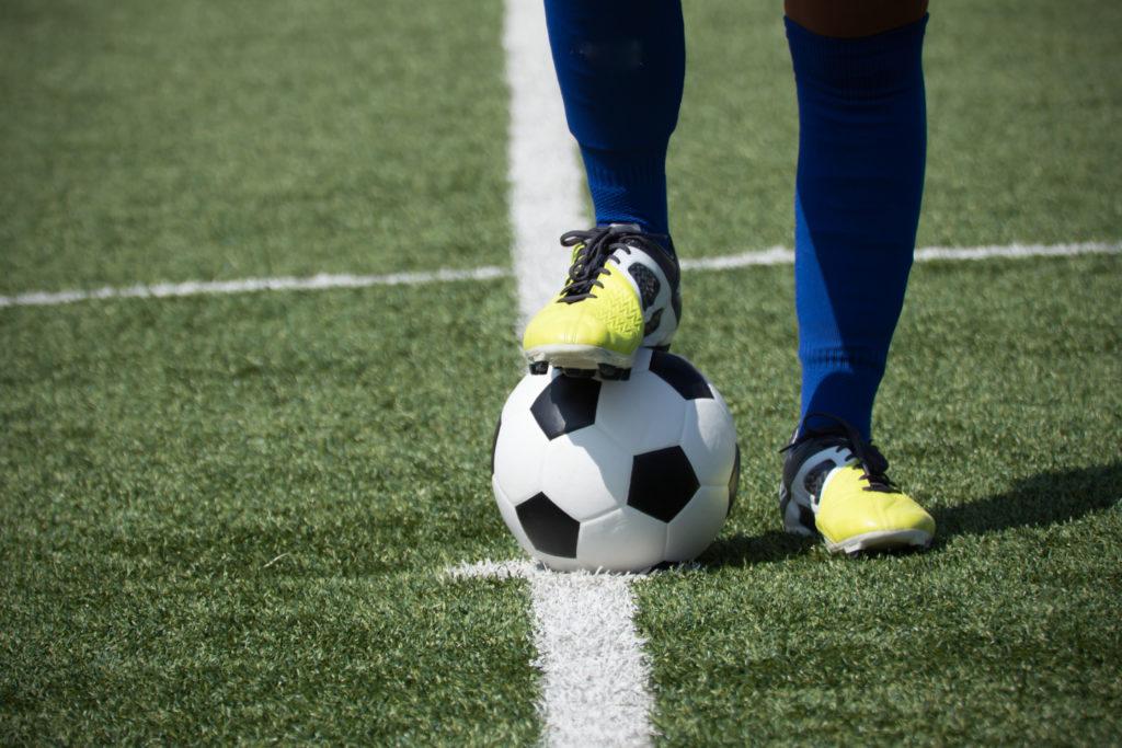 Premier League, calciatore scrive una lettera: «Sono gay, ma non mi sento pronto…»