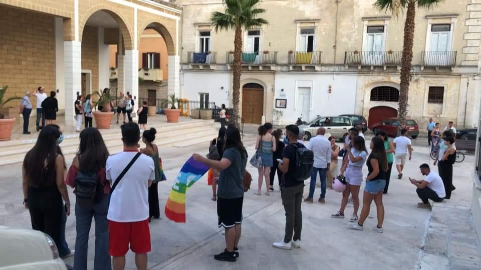 """Lizzano si ribella al """"rosario contro il ddl Zan"""": in piazza anche la sindaca"""