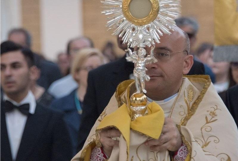 Taranto, parroco organizza una veglia contro la legge contro l'omotransfobia