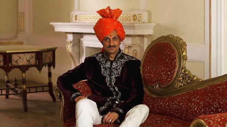 Manvendra, il principe indiano che accoglie nella sua reggia le persone LGBT+