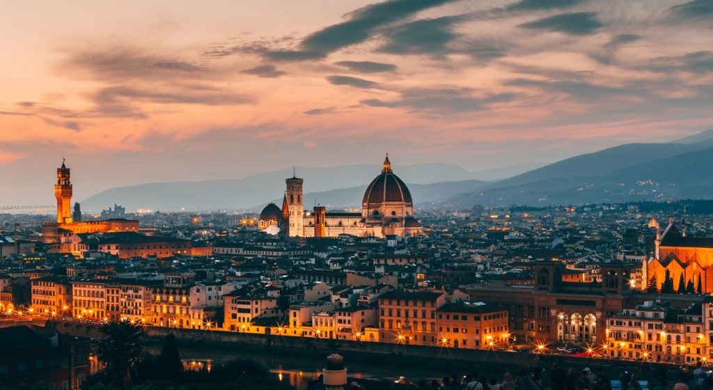 Aggressione omofoba a Firenze: «fr**io di me**a» e gli sferra un pugno