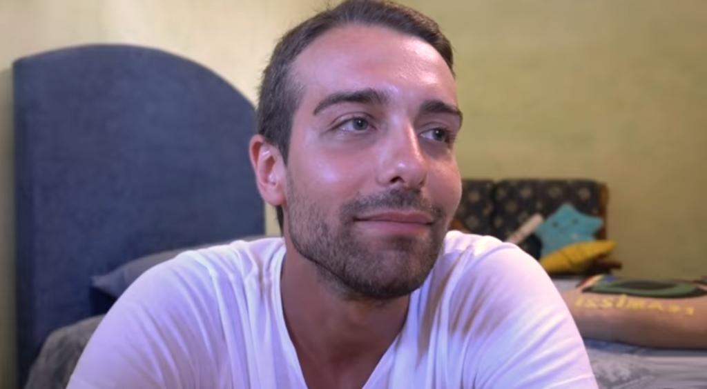 Youtuber dichiaratamente gay insultato per strada all'Isola d'Elba