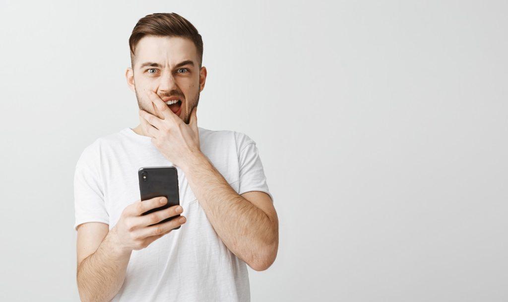 «Sono etero, mi piace flirtare su Grindr con gli uomini ma farci sesso mi fa paura»