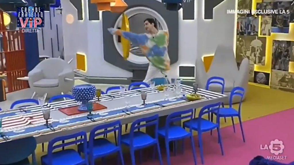 Tommaso Zorzi fa una battuta su Gabriel Garko con la gonna, lui risponde con una shade