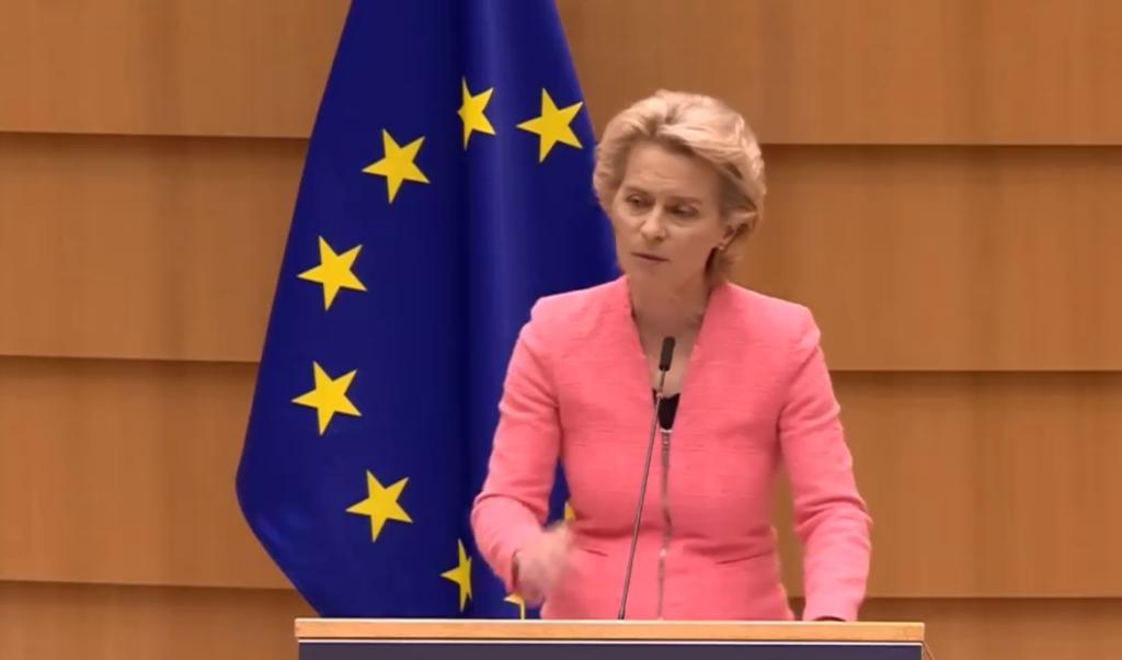 Ursula von der Leyen ammonisce la Polonia: «Non c'è spazio in Europa per zone LGBT-free»