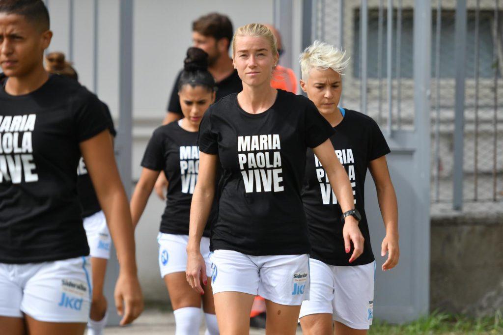 «Maria Paola vive»: il Napoli Femminile in campo con una maglia contro l'omotransfobia