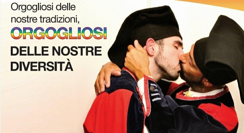 Un bacio tra due ragazzi sul volantino elettorale dei Giovani Democratici di Nuoro