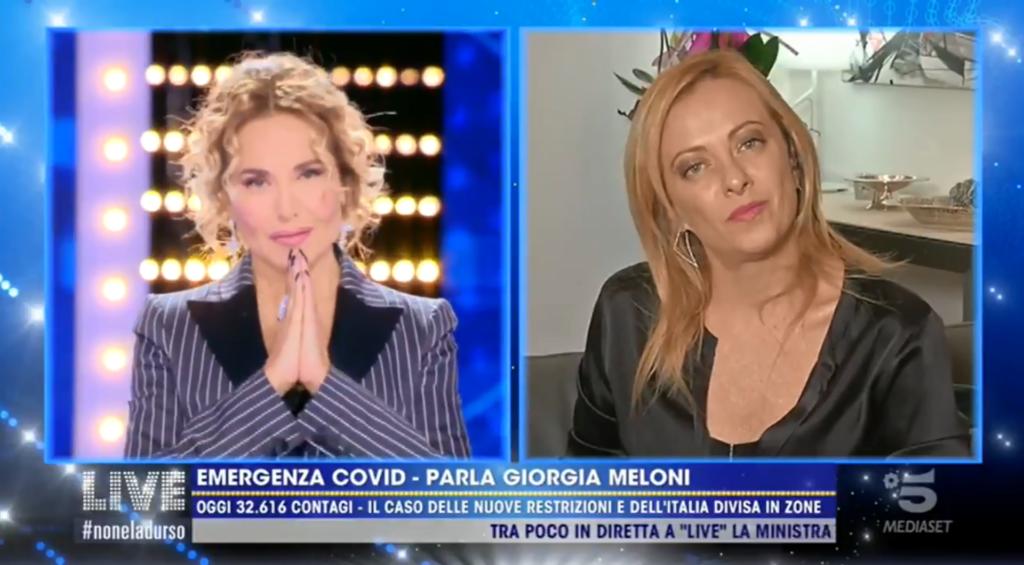 Barbara d'Urso coglie di sorpresa Giorgia Meloni: «Non ostacolate la legge contro l'omofobia»
