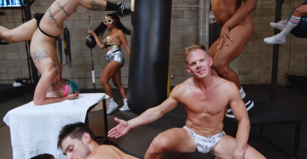 """""""Power Bottom"""": la parodia queer di """"Sour Candy"""" di Lady Gaga e BLACKPINK"""