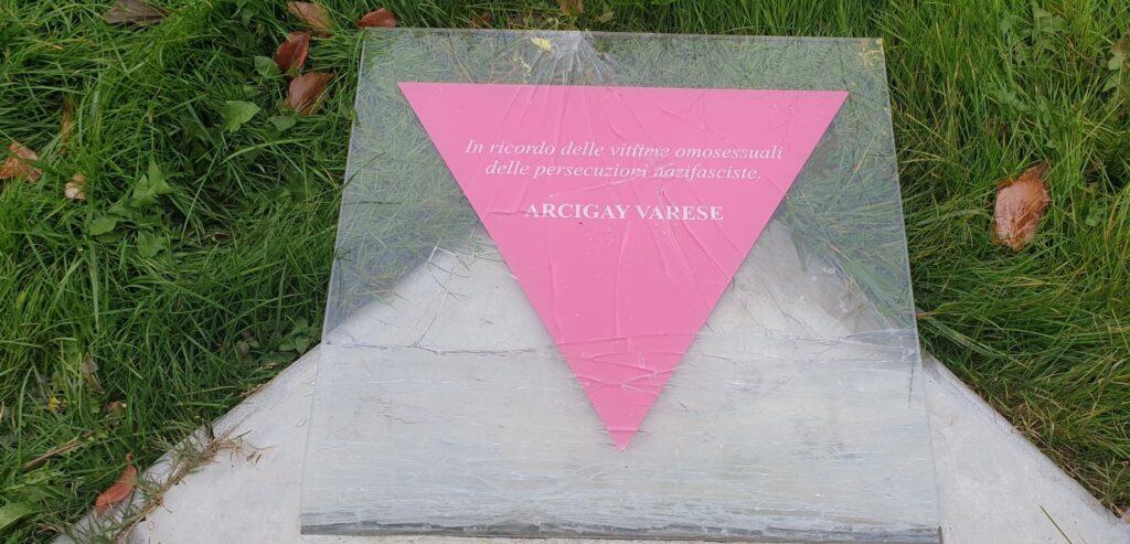 Varese, vandalizzato un monumento in memoria delle vittime omosessuali dell'olocausto