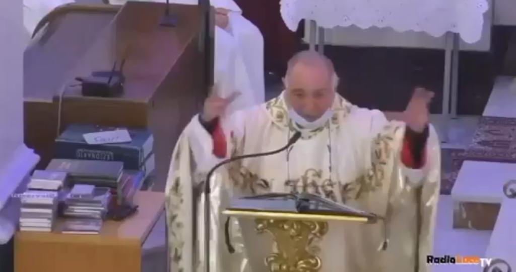 Omofobia durante la messa: «Sono contronatura, dovrebbero vergognarsi»