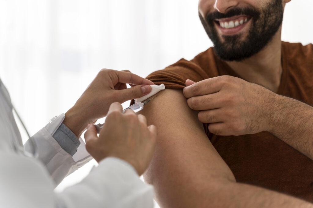 Rabbino invita a non vaccinarsi contro il Covid-19 perché potrebbe far diventare gay