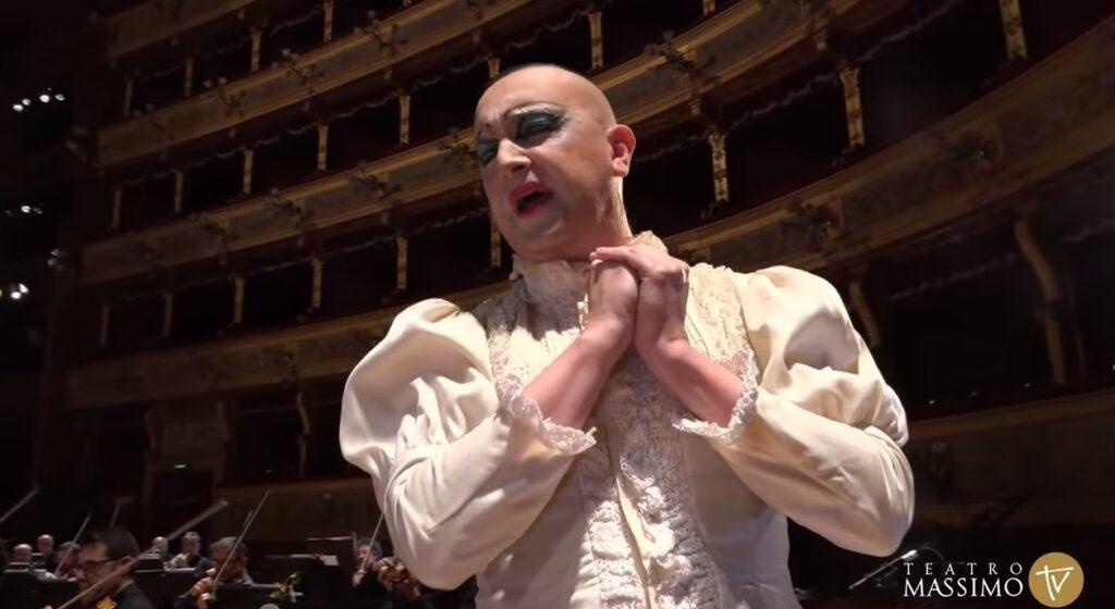 Al Teatro Massimo di Palermo va in scena la Traviata in chiave queer