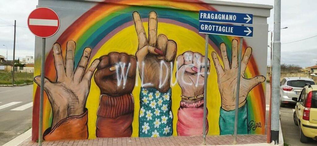 Lizzano, vandalizzato il murales dell'uguaglianza con una scritta fascista