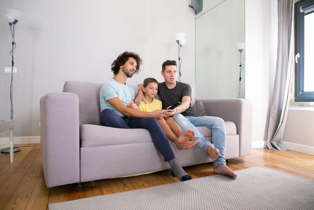 Omogenitorialità, sentenza: figlio ha diritto alla pensione del padre intenzionale