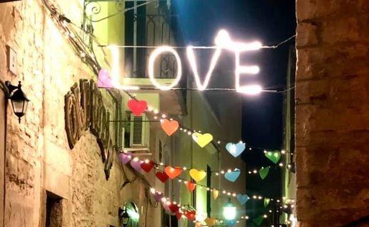 A Palo del Colle (BA) cuori arcobaleno e luci contro l'omofobia