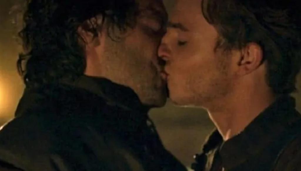 A Vittorio Sgarbi non piace il bacio gay nella fiction Leonardo