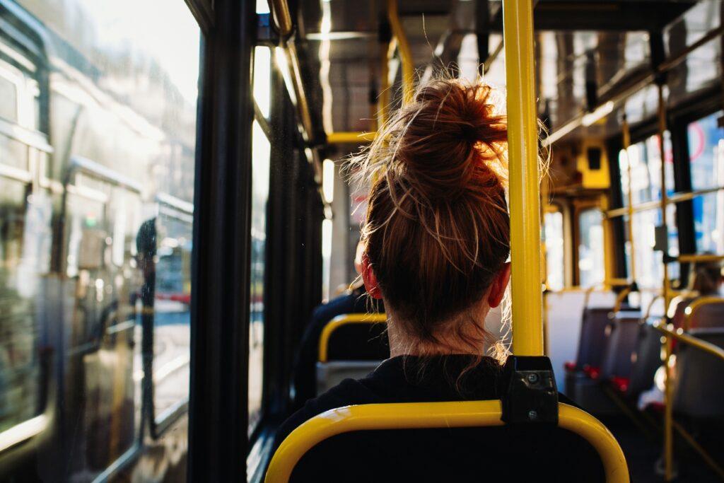 Torino, lesbofobia sull'autobus: «Due donne insieme? Vi ammazzerei»