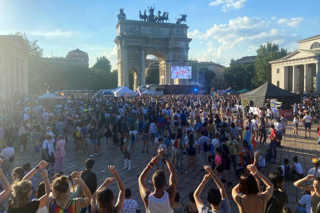 Milano, aggressione omofoba a un 12enne che andava al Pride