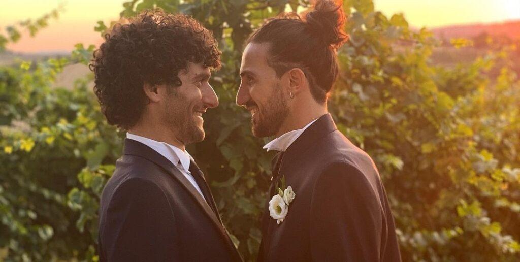 Fabrizio de Le Coliche sposa il compagno Giacomo: «Dio ci proteggerà»