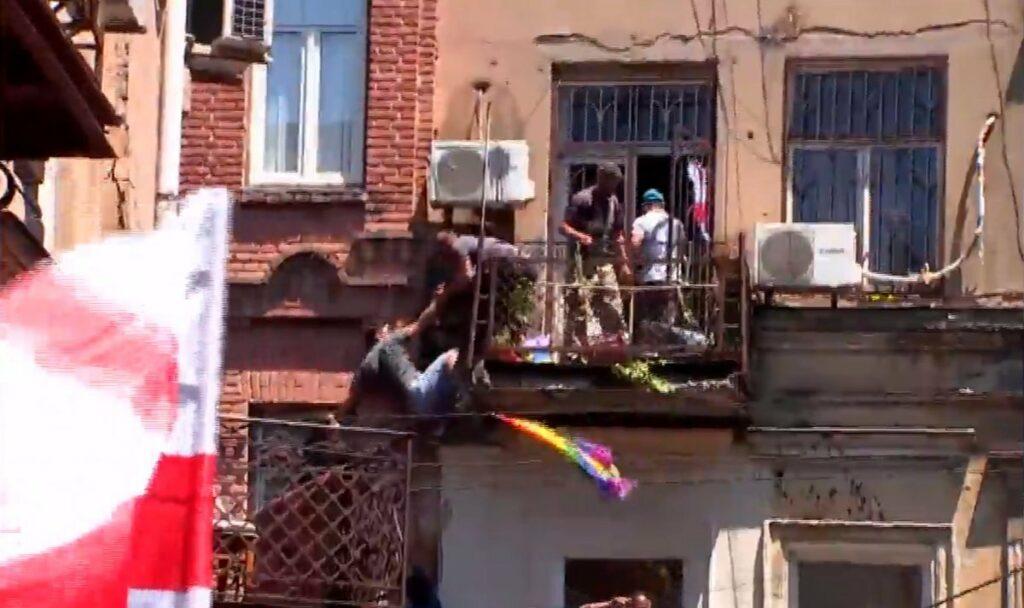 Georgia, vandalismo e violenza contro attivisti e giornalisti: Tbilisi Pride annullato