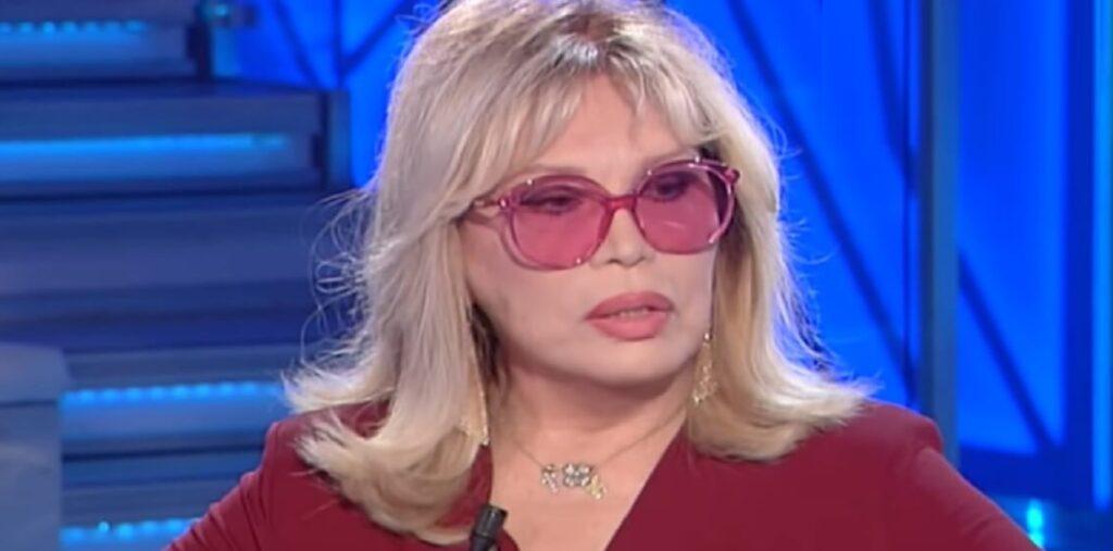 GF VIP, Giucas Casella fa outing e deadnaming ad Amanda Lear
